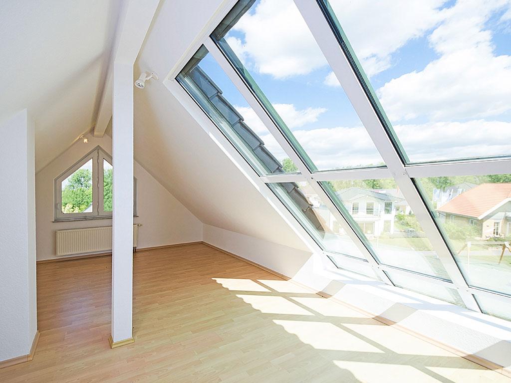 große-lichtdurchflutete-dachfenster